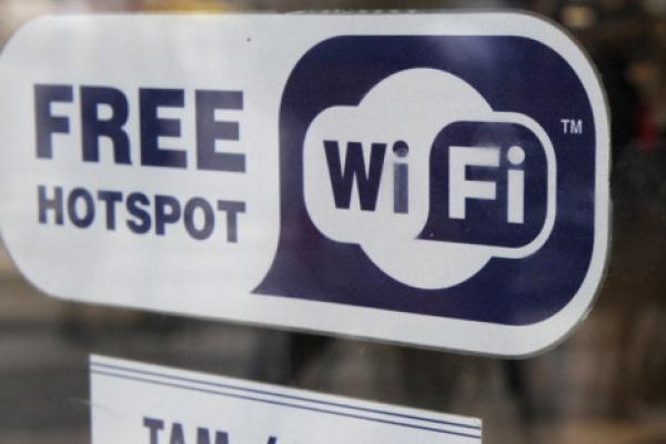 Al fin la RAE añade la definición de wifi en el Diccionario De La Real Academia Española entre otros términos tecnológicos